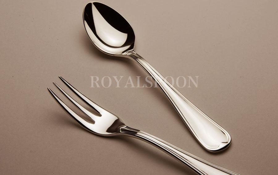 洋白銀食器のスプーンとフォーク